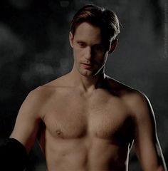 alexander-skarsgard-shirtless-gifs-08252014-12