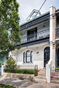 Gallery Of Windsor Street Terrace By Roth Architecture Local Australian Design And Interiors Paddington, Nsw Image 4 Victorian Porch, Victorian Terrace House, Exterior Color Schemes, Exterior Design, Edwardian Architecture, Internal Courtyard, My Ideal Home, House Paint Exterior, Australian Homes