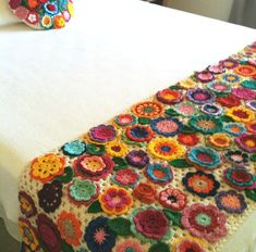 This post was discovered by Hacer Aktas. Discover (and save!) your own Posts on Unirazi. Crochet Diy, Crochet Shoes, Love Crochet, Crochet Motif, Beautiful Crochet, Vintage Crochet, Crochet Flowers, Crochet Bedspread Pattern, Crochet Blanket Patterns