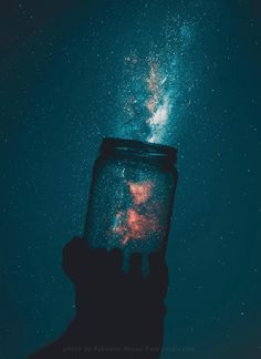 Android Wallpaper - Holding the milky way (iPhone X) - Art Pin Tumblr Wallpaper, Nature Wallpaper, Wallpaper Backgrounds, Iphone Wallpaper, Cloud Wallpaper, Wallpaper Space, Iphone Backgrounds, Creative Photography, Nature Photography