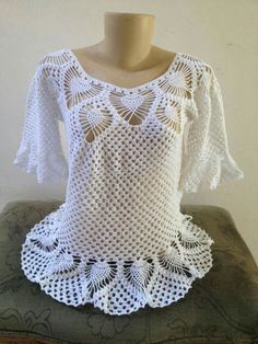24 Lots Of Inspiration/ Crochet Poncho Design Crochet Bolero Pattern, Crochet Butterfly Pattern, Gilet Crochet, Crochet Bikini Pattern, Crochet Diagram, Crochet Blouse, Crochet Stitches, Crochet Top, Crochet Patterns