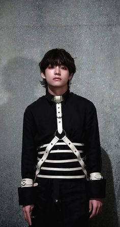 """Am sorry, taetae left the building, you are looking at kim freggin taehyung"" Foto Bts, Bts Photo, Bts Boys, Bts Bangtan Boy, Vmin, K Pop, V Bts Wallpaper, V Taehyung, Taehyung Fanart"