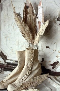 somewhatvintage:  (via Pin by SHABBY GIRL on ✿⊱╮CREAM & OATMEAL✿⊱╮ | Pinterest)