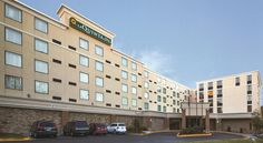 La Quinta Inn & Suites Salisbury Salisbury This hotel features The Edge Restaurant & Lounge, which overlooks the Wicomico River. The La Quinta Inn & Suites Salisbury has an indoor pool and rooms equipped with free Wi-Fi.