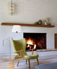Thinking about painting our brick wall white. White Brick Wall Living Room with Fireplace Mantle Decoration Home, White Brick Walls, White Brick Fireplace, Fireplace Design, Living Room With Fireplace, Contemporary Living Room, Painted Brick Fireplaces, Mid Century Living Room, House Interior