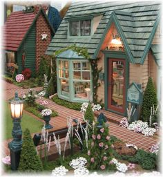 Maiden America. Miniatures, Dollhouses.