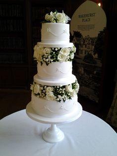White flowers cake decoration