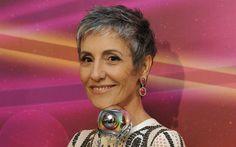 Cássia Kiss Magro, 55 anos, adotou um corte moderninho e assumiu o cabelo grisalho. Foto: Globo/ Agnews