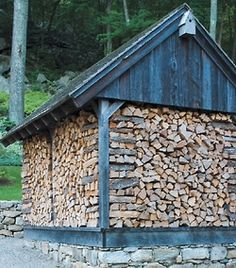 There's a good deal of various ways to store your firewood to make sure it is prepared to burn when you want it. When buildIng a firewood shed it is important to think about the location of t… Outdoor Firewood Rack, Firewood Shed, Firewood Storage, Patio Pergola, Cabins In The Woods, Plein Air, Farm Life, Belle Photo, Country Life