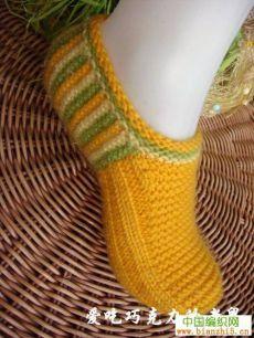 Slippers-slediki knitting needles with details on Knitting Stiches, Loom Knitting, Knitting Socks, Baby Knitting, Knitting Patterns, Knitting Needles, Crochet Socks, Knit Crochet, Knitted Booties