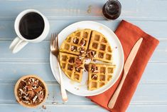 As the days get cooler, enjoy a warm breakfast of the fall season's flavours. Try our pumpkin spice waffle batter today. Heathy Breakfast, What's For Breakfast, Breakfast Items, Breakfast Dishes, Breakfast Recipes, Pumpkin Spice Waffles, Stand Mixer Recipes, New Cooking, Cooking Stuff