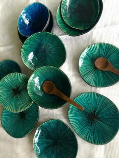 Fantastic Pic slab Ceramics flat Strategies Hottest Free of Charge homemade pottery ideas Concepts This cute little bowl is hand formed by me Pottery Bowls, Ceramic Bowls, Ceramic Pottery, Pottery Art, Glazed Pottery, Painted Pottery, Pottery Painting, Ceramic Painting, Ceramic Decor