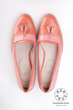coral Loafers by Aga Prus piękne ! Aga, Pretty Shoes, Tory Burch Flats, Chic Outfits, Dress Up, Coral, Loafers, Showroom, How To Wear