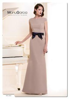 Sencillo y elegante, sólo con un detalle en la cintura, mira lo guapa que puedes ir!!!!