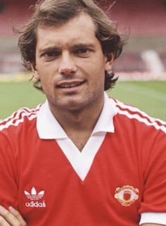 Retro Football, Football Pictures, Vintage Football, Ray Wilkins, Man Utd Fc, Premier League Champions, Manchester United Football, Europa League, Man United