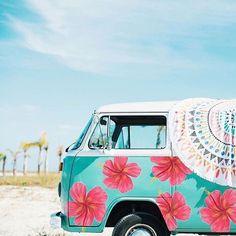 cutest vw bus ever Volkswagen Bus, Vw Camper, Vw T1, Beetles Volkswagen, Vespa, Wolkswagen Van, Kombi Hippie, Vans Vw, Carros Vintage
