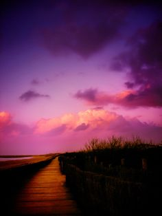 This purple haze reminds us of Shiseido Shimmering Cream Eye Color in Cardinal (RS321)!  #colorinspiration #purple #sunsets