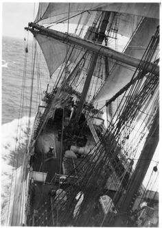 the deck and forecastle of the Pamir
