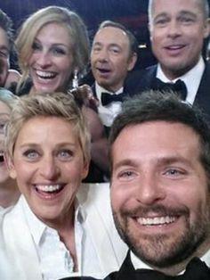 Oh, er is zojuist gewoon even de Beste.Oscars.Selfie.Ooit genomen.
