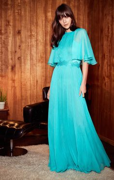 See the complete Tadashi Shoji Resort 2018 collection.