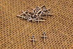 Σταυρός Μεταλλικός  Σταυρός μεταλλικός. Διαστάσεις: 0,8x1,2cm Η συσκευασία περιέχει 50 τεμάχια. Bobby Pins, Hair Accessories, Stud Earrings, Beauty, Jewelry, Beleza, Jewellery Making, Earrings, Jewels