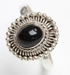 Handmade Vintage Bali Sterling Silver 925 ladies' ring with onyx cabochon size UK: N / USA - 7 - pls refer to images for guidance