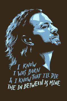 Acompanhado pelos belos versos da canção I Am Mine, Eddie Vedder chega na Chico Rei em forma de poster!
