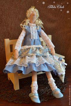 Купить или заказать Кукла Тилда: принцесса Хельга в интернет-магазине на Ярмарке Мастеров. Милая и озорная принцесса Тильда. Станет отличным подарком для маленькой леди или молодой девушки. Выполнена из нежных натуральных тканей. Сзади имеется петелька для подвешивания.…