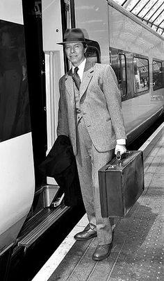 The legend himself. David Bowie, Mick Ronson, Ivy League Style, Retro Fashion, Mens Fashion, Business Fashion, Business Style, Gentleman Style, David Jones
