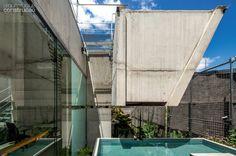 Casa de fim de semana de Glória Kalil em SP / Angelo Bucci #picina #raia
