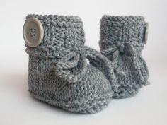 Strick- & Häkelschuhe - Babyschuhe gestrickt  - ein Designerstück von ellyshop bei DaWanda