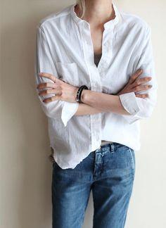 Con una blusa blanca y un tejano siempre estas bien