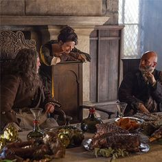 """#Outlander New Photo: @grahammctavish and Gary surprise @caitrionambalfe with a """"Claire-sized"""" portion of Rhenish. pic.twitter.com/OmJ3DshPTC"""