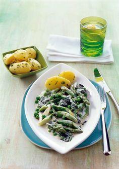 Spargelragout mit Spinat und Erbsen