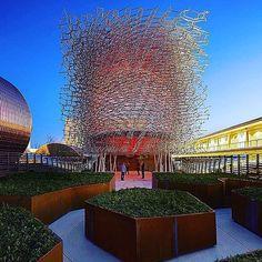 Il sole tramonta e @ukpavilion2015 si accende. Buonanotte, ci vediamo domani a #Expo2015!  The sun sets and the @ukpavilion2015 lights up. Good night, see you tomorrow at #Expo2015!  Repost @lunghilorenzo