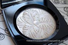 Chanel Holiday 2014 - Camelia de Plumes illuminating powder compact - Collection Plumes Precieuses de Chanel
