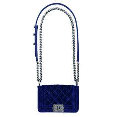 Chanel http://www.vogue.fr/mode/shopping/diaporama/cadeaux-de-noel-bleu-nuit/10911/image/650933#chanel