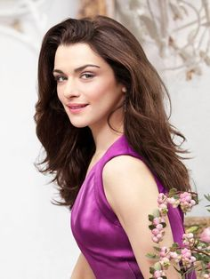 How Rachel Weisz Manages Her Movie Star Lifestyle Rachel Weisz, Daniel Craig, Westminster, For Elise, She Movie, Youtubers, Famous Girls, Celebrity Photos, Celebrity News