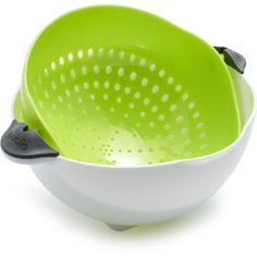 Tovolo Soak & Strain Colander ($12) ❤ liked on Polyvore featuring home, kitchen & dining, kitchen gadgets & tools, kitchen, tovolo, berry bowl, berry colander, fruit colander and fruit bowl