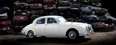 Jaguar Mark 1. 1957. Omistaja: Kalevi Putkonen. Kuva: Kimmo Taskinen / HS. Automuotoilusta kiinnostuneille tarjolla on pieni, mutta näyttävä otos suomalaisten autoharrastajien kokoelmista.