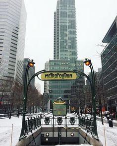 Métro Square-Victoria #mtl #mtlmoments #montreal #375MTL  photo par/by @uncle_bens_. L'édicule de la station de métro Square Victoria à Montréal est une oeuvre de style Art nouveau faite par l'artiste Hector Guimard, cadeau du gouvernement français.