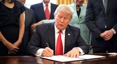 Trump signs executive order to block new government regulations