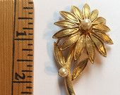 #Vintage #Costume #Jewelry Faux #Pearl #Gold Toned #Flower #Brooch