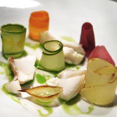 Garoupa confit,  cerefólio e picles de legumes do menu degustação do Epice