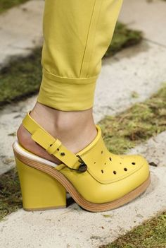 37 Platform Shoes To Inspire Every Woman shoes clogs heels pumps 849632285929854190 Women's Shoes, Hot Shoes, Me Too Shoes, Shoe Boots, Platform Shoes Heels, Ankle Boots, Pumps Heels, High Heels, Winter Mode