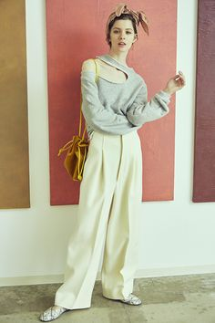 Ron Herman tops ¥47,000 pants ¥46,000 scarf ¥13,000 bag ¥39,000 shoes ¥88,000