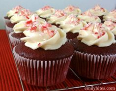 Emily Bites - Weight Watchers Friendly Recipes: Red Velvet Cupcakes with Peppermint Cream Cheese Frosting Low Calorie Desserts, Ww Desserts, Weight Watchers Desserts, Healthy Desserts, Delicious Desserts, Healthy Recipes, Cupcake Recipes, Dessert Recipes, Ww Recipes
