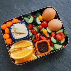 Colors anyone?! We're loving this clean, colorful, simple lunch meal prep that's perfect for Fixers on the go who need to prep in a pinch.  With the hectic holidays in full force, we want to make sure that our lunches are always prepped & ready to go so we can stay on track with our busy schedules. ⠀ ⠀ Here's what we made this week: ⠀ ½ green: spinach ⠀ 1 red: 2 hardboiled eggs⠀ 1 green: cherry tomatoes & cucumbers ⠀ 1 orange: balsamic dressing ⠀ ½ green: baby carrots ⠀ 1 blue: hummus ⠀ 1…