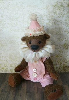 Clown-Set, pink, shabby, Antique Style, for collectible teddies & dolls Shabby, Kinds Of Fabric, Antique Dolls, Pink, Old Things, Teddy Bear, Antiques, Toys, Animals
