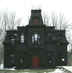 Gorgeous black gothic victorian house home red door Mansion Homes, Creepy Houses, Haunted Dollhouse, Goth Home Decor, Dark House, Witch House, Spooky House, Gothic House, Gothic Mansion